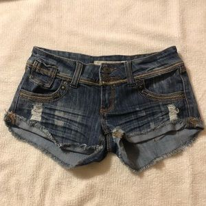 Distressed thick stitching denim jean shorts